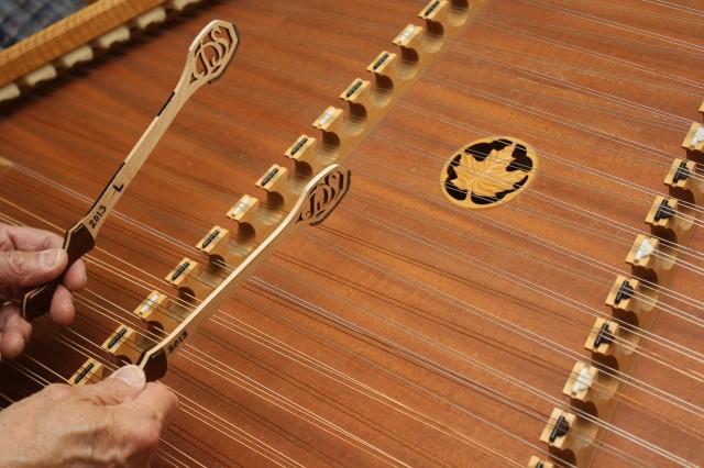 The folk hymn 'Behold the Lamb of God' for solo hammered dulcimer